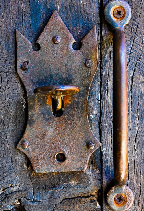 Door escutcheon crown