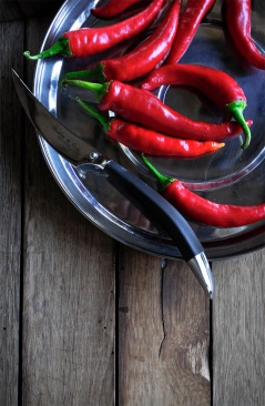 Chillies knife and tray