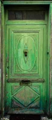 Jonzac - Green Door crop