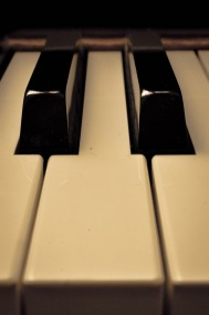 Piano 2 blacks