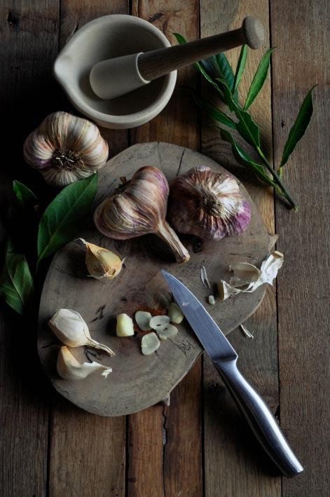 Rose Garlic knife and mortar1