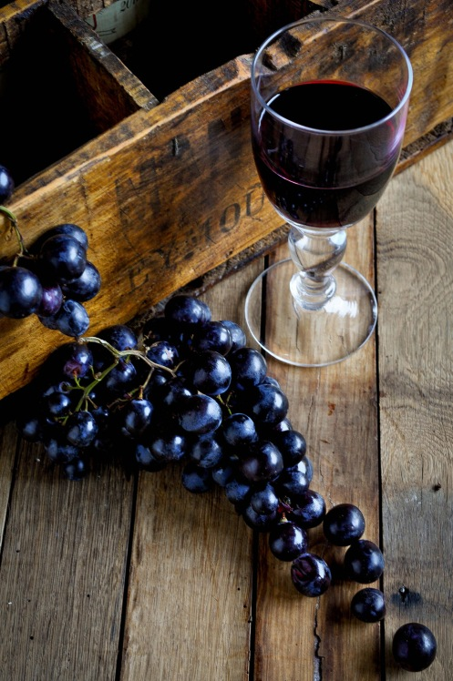 Wineglass and grapes 1