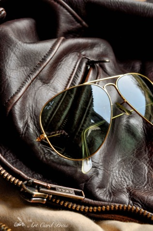 Leather jacket and Aviators detail 3