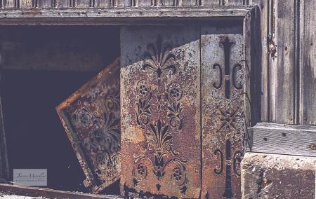 Montmoreau Doors old shop-2