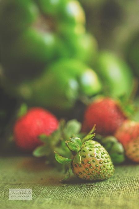 Green strawberries 2