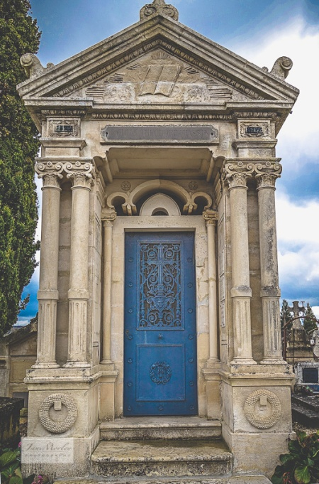 La Couronne classical tomb 1-3