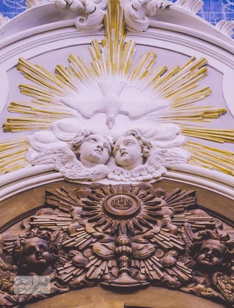 Angels over door Angoulême